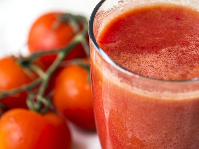 Для получения красноватого теста используют томатный сок
